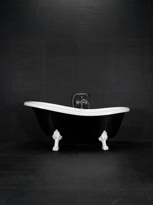 1570 badekar, sort/hvitt med krom løveføtter